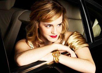 Эмма Уотсон в машине