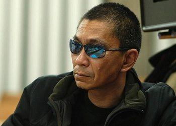 Такаси Миике в очках