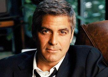 Джордж Клуни в кресле