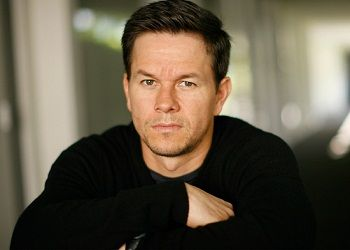 Марк Уолберг в свитере