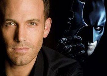 Бен Аффлек на фоне Бэтмена