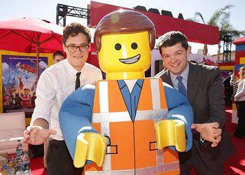 Фил Лорд и Крис Миллер на съёмках Лего фильма