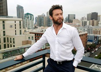 Хью Джекман в белой рубашке