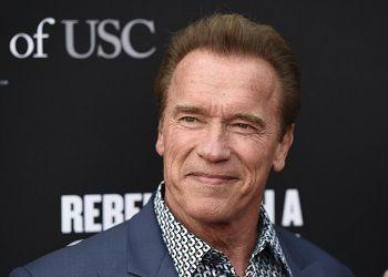 Arnold Schwarzenegger улыбается