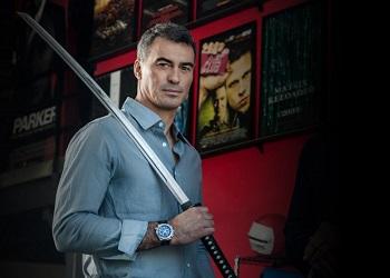 Чад Стахелски с мечом