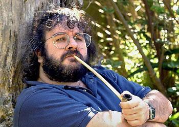 Питер Джексон с трубкой